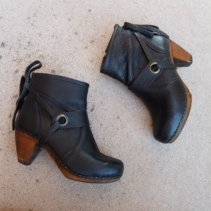 Sanita Danish Clog Black Leather Short Booties S3